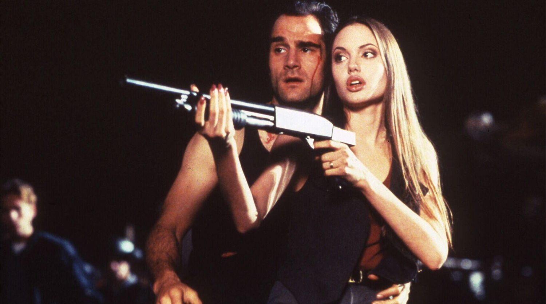 Colton Ricks (Elias Koteas) and the cyborg Cash Reese (an unknown pre-A-list Angelina Jolie) in Cyborg 2 Glass Shadow (1992)