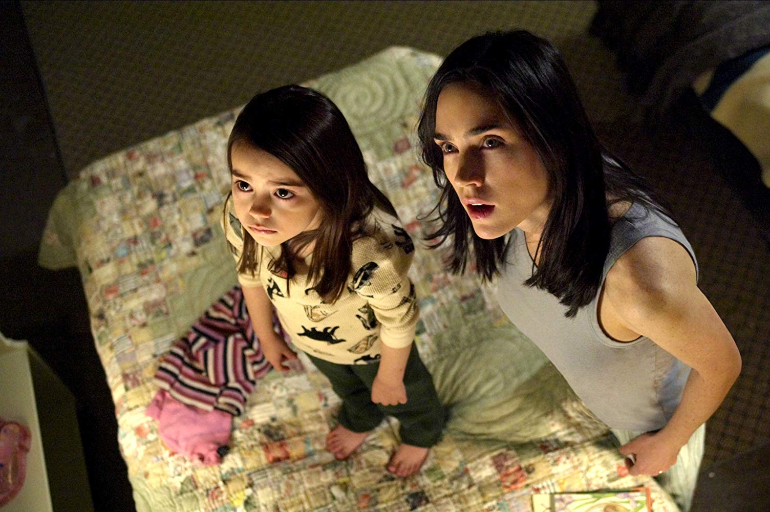 Jennifer Connelly with daughter Ariel Gade in Dark Water (2005)