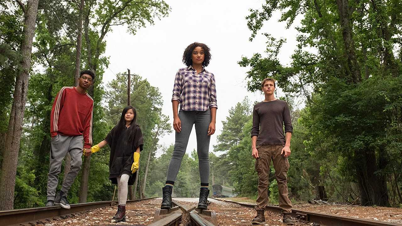 Chubs (Skylan Boroks), Zu (Miya Cech), Ruby Daly (Amandla Stenberg) and Liam Stewart (Harris Dickinson) in The Darkest Minds (2018)