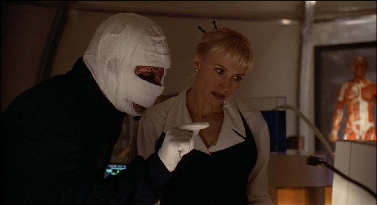 Darkman (Arnold Vosloo) and Dr Bridget Thorne (Darlanne Fluegel) in Darkman III Die Darkman Die (1996)