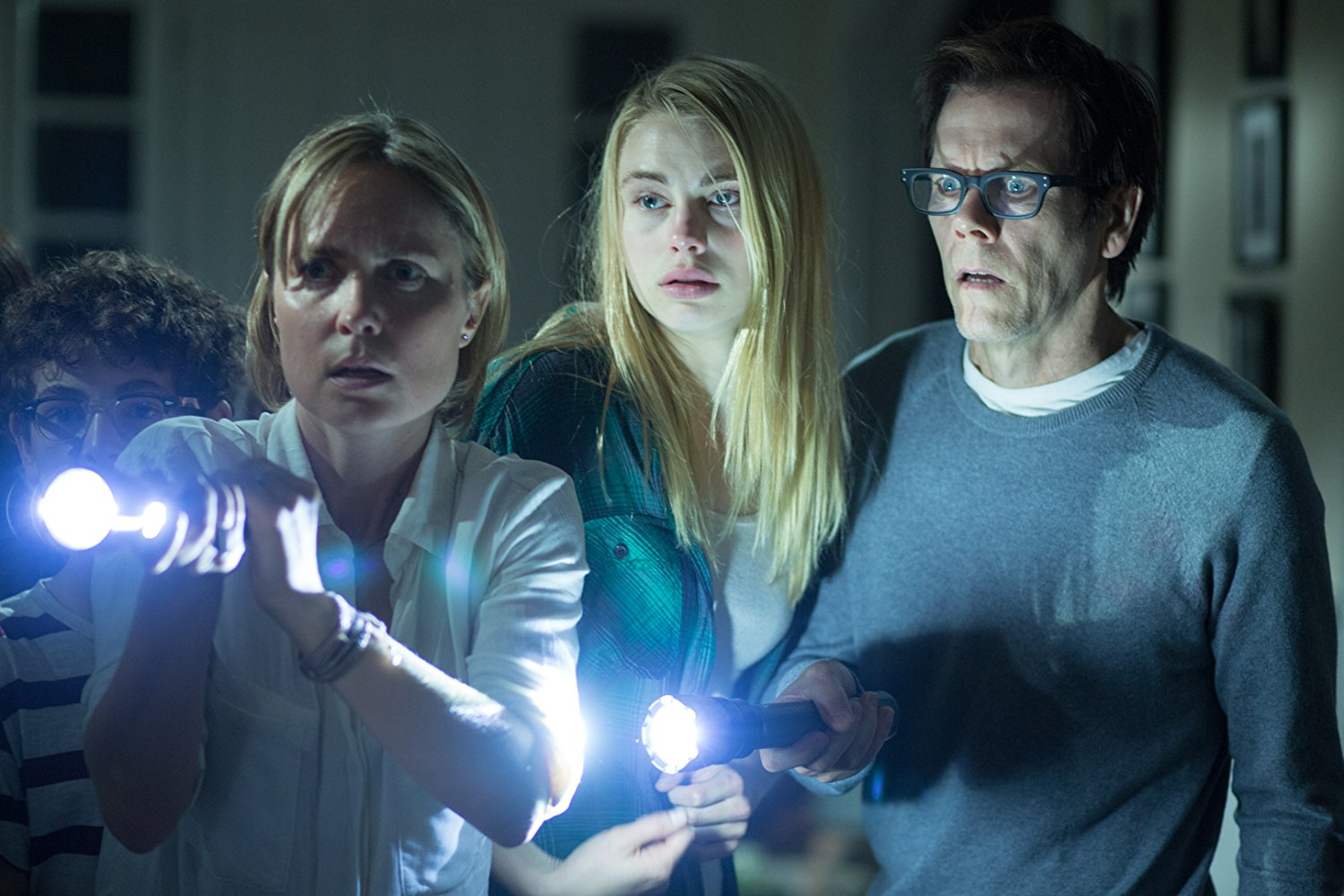 David Mazouz, Radha Mitchell, Lucy Fry, Kevin Bacon in The Darkness (2016)