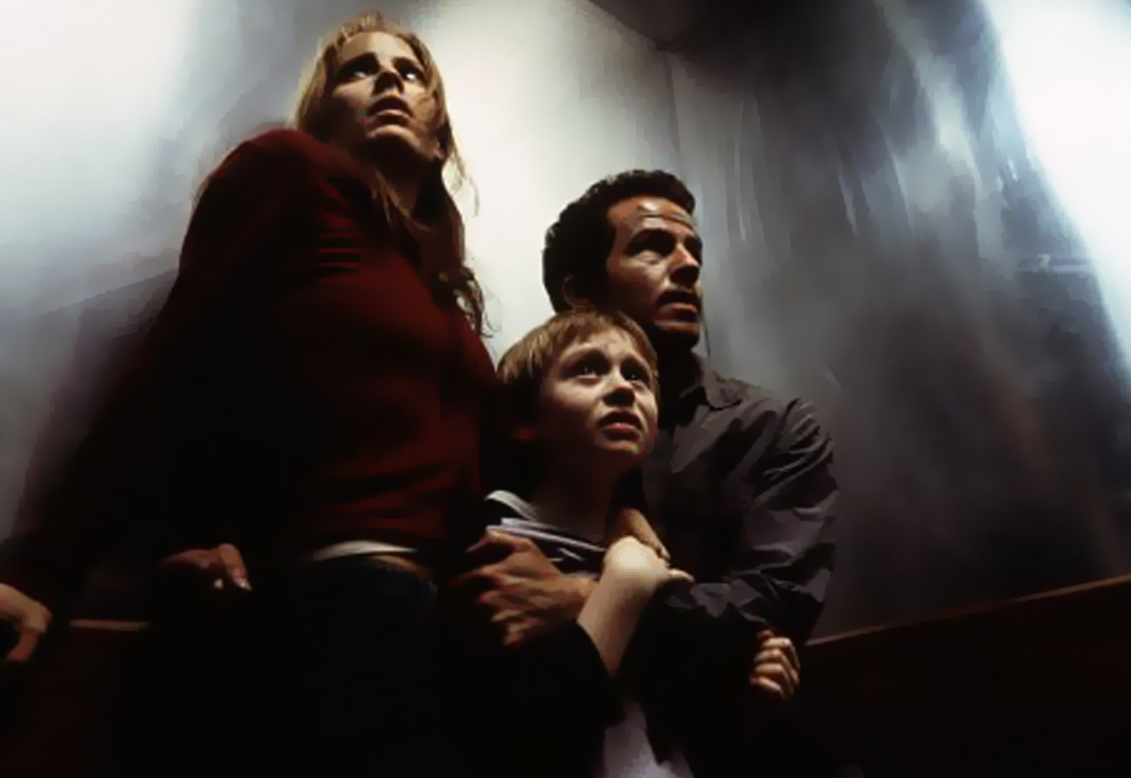 (l to r) Emma Caulfield, her younger brother Lee Cormie and Chaney Kley flee from the avenging Matilda in Darkness Falls (2003)