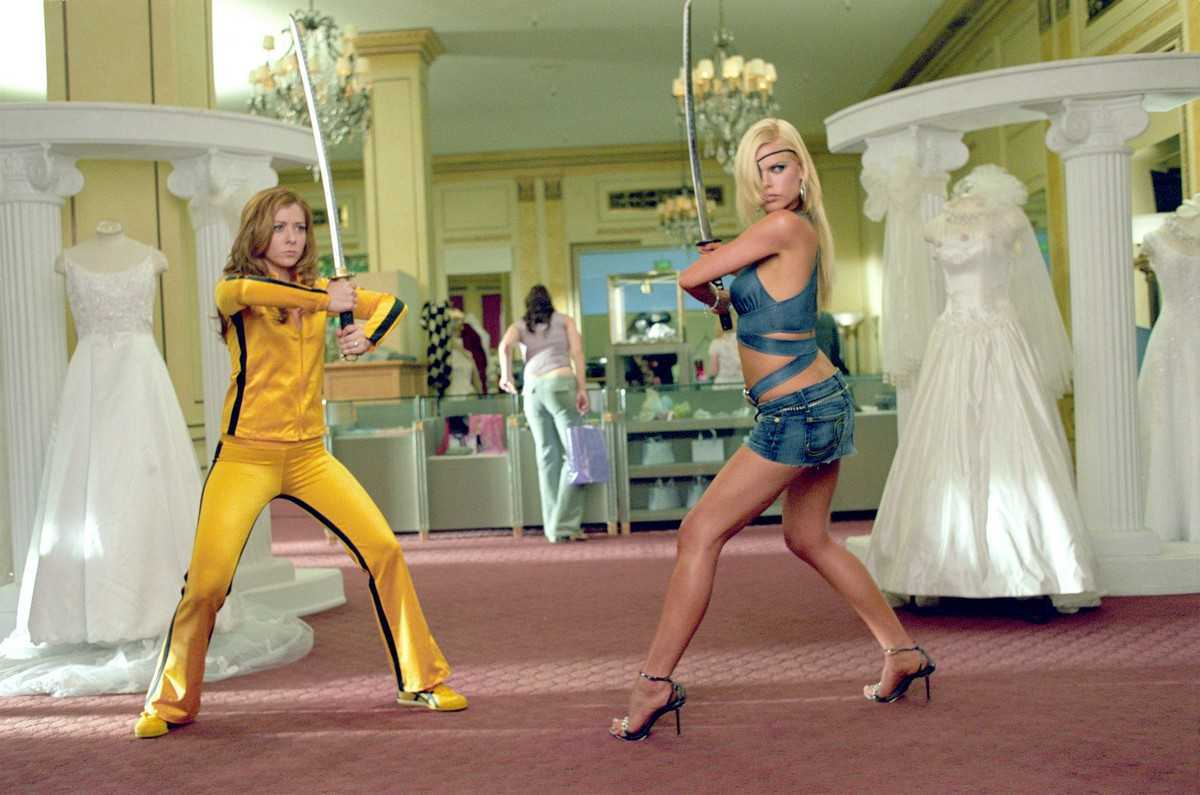 (l to r) Alyson Hannigan and Sophie Monk face off in the Kill Ball parody in Date Movie (2006)