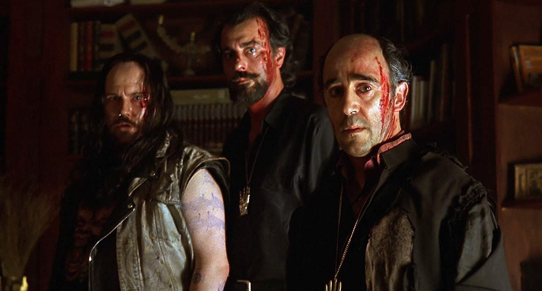(l to r) Santiago Segura, Armando De Razza and priest Alex Angulo prepare to summon The Devil in The Day of the Beast (1995)