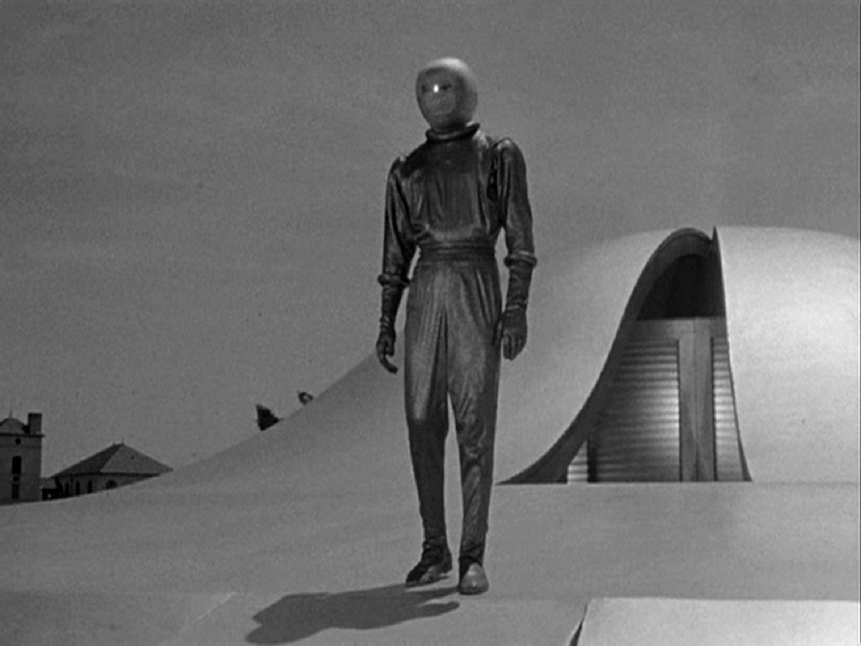 Movie Review – The Day the Earth Stood Still (1951) - A ... |The Day The Earth Stood Still 1951 Klaatu