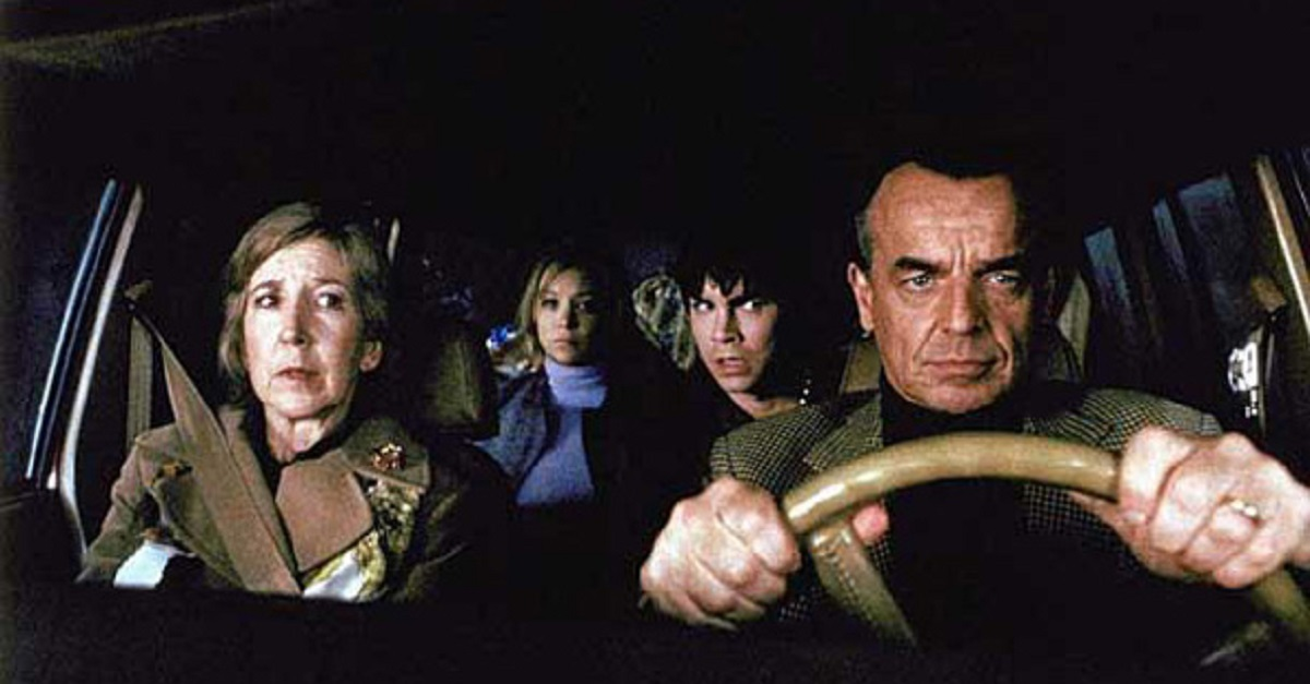Family on a road trip gone wrong - (l to r) mother Lin Shaye, children Alexandra Holden and Mick Cain, and father Ray Wise in Dead End (2003)