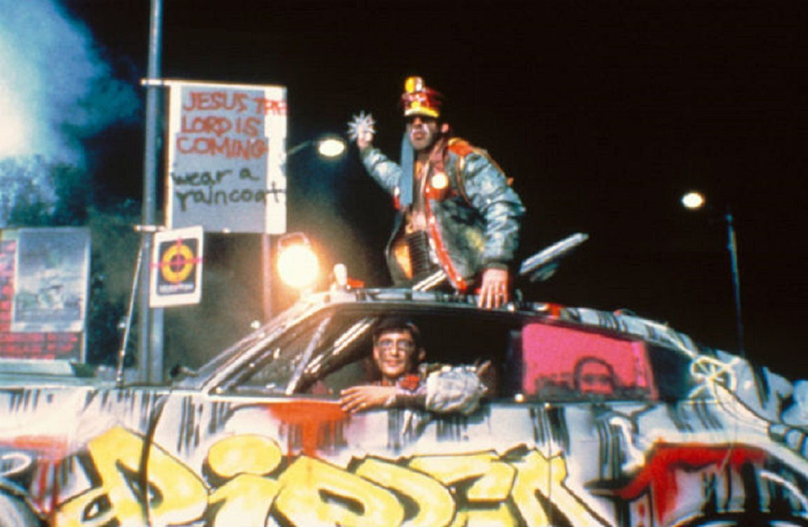 Anarchic future with a drive-in theatre as a prison in Dead-End Drive-In (1986)