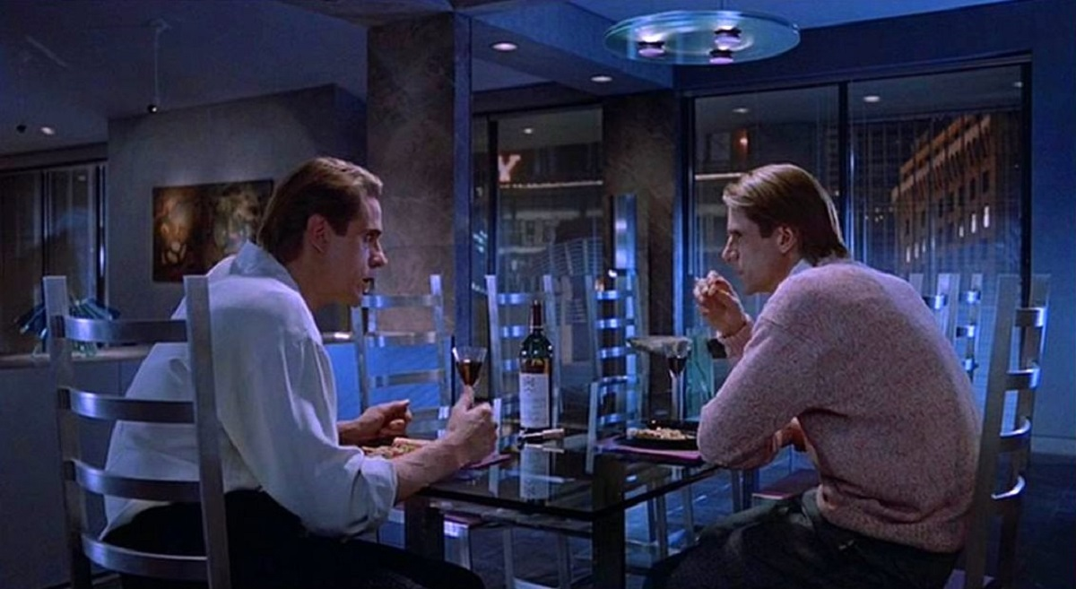 A tour-de-force performance from Jeremy Irons as twins Beverly and Elliott Mantle in Dead Ringers (1988)