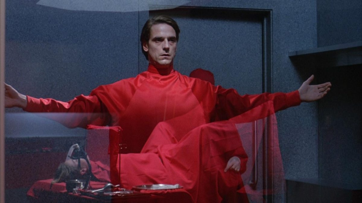 Jeremy Irons prepares to go into surgery in Dead Ringers (1988)