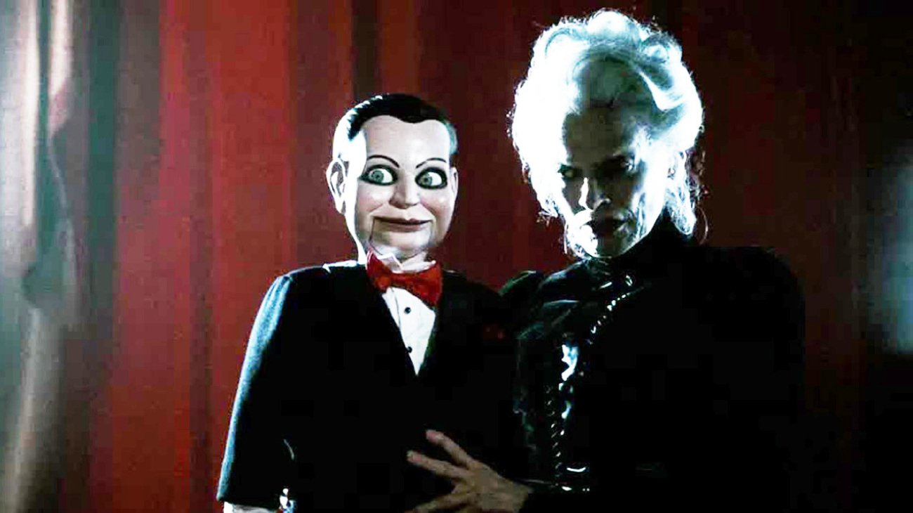 Mary Shaw (Judith Roberts) with the ventriloquist's dunny Billy in Dead Silence (2007)