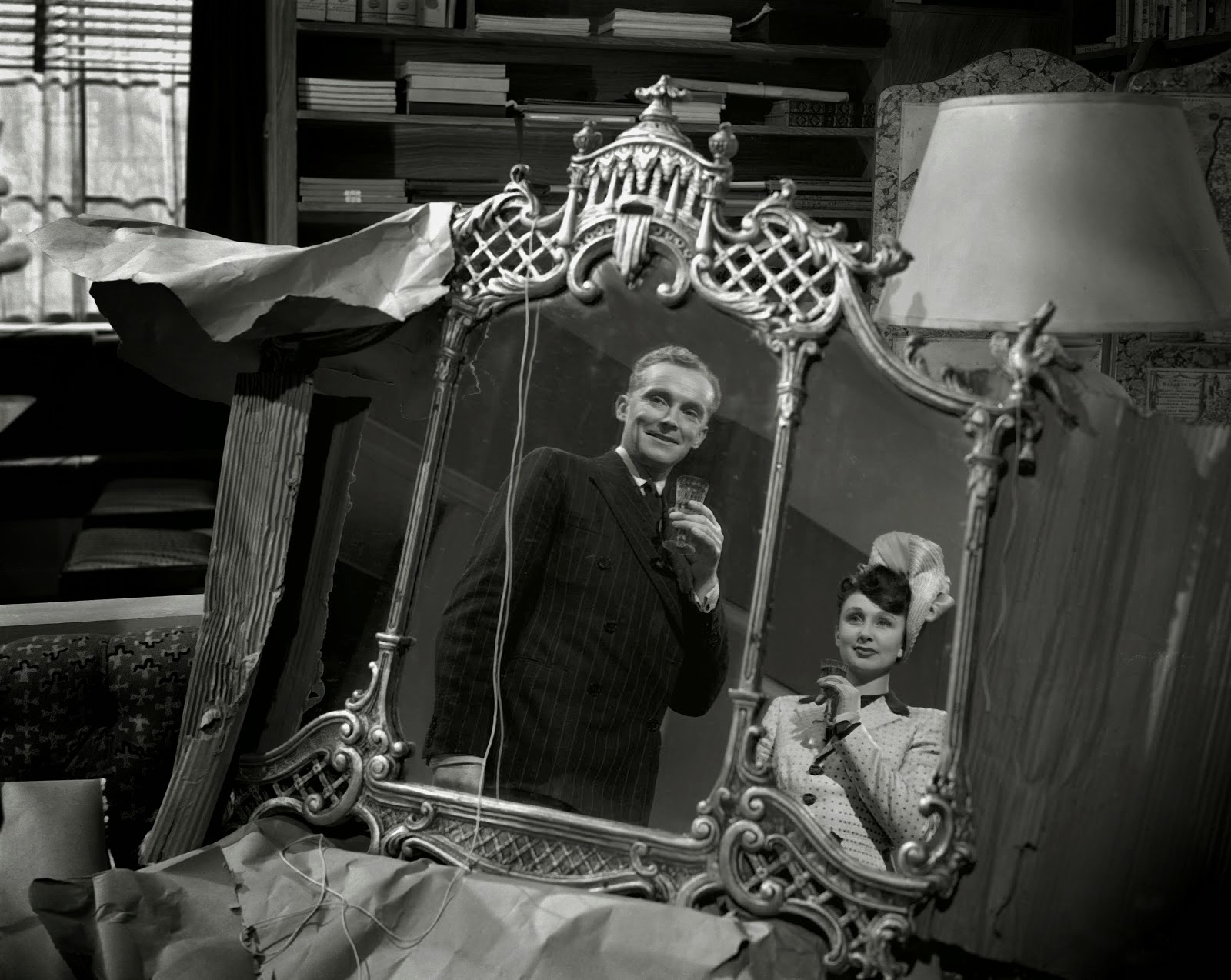 Husband and wife Ralph Michael and Googie Withers in The Haunted Mirror episode of Dead of Night (1945)