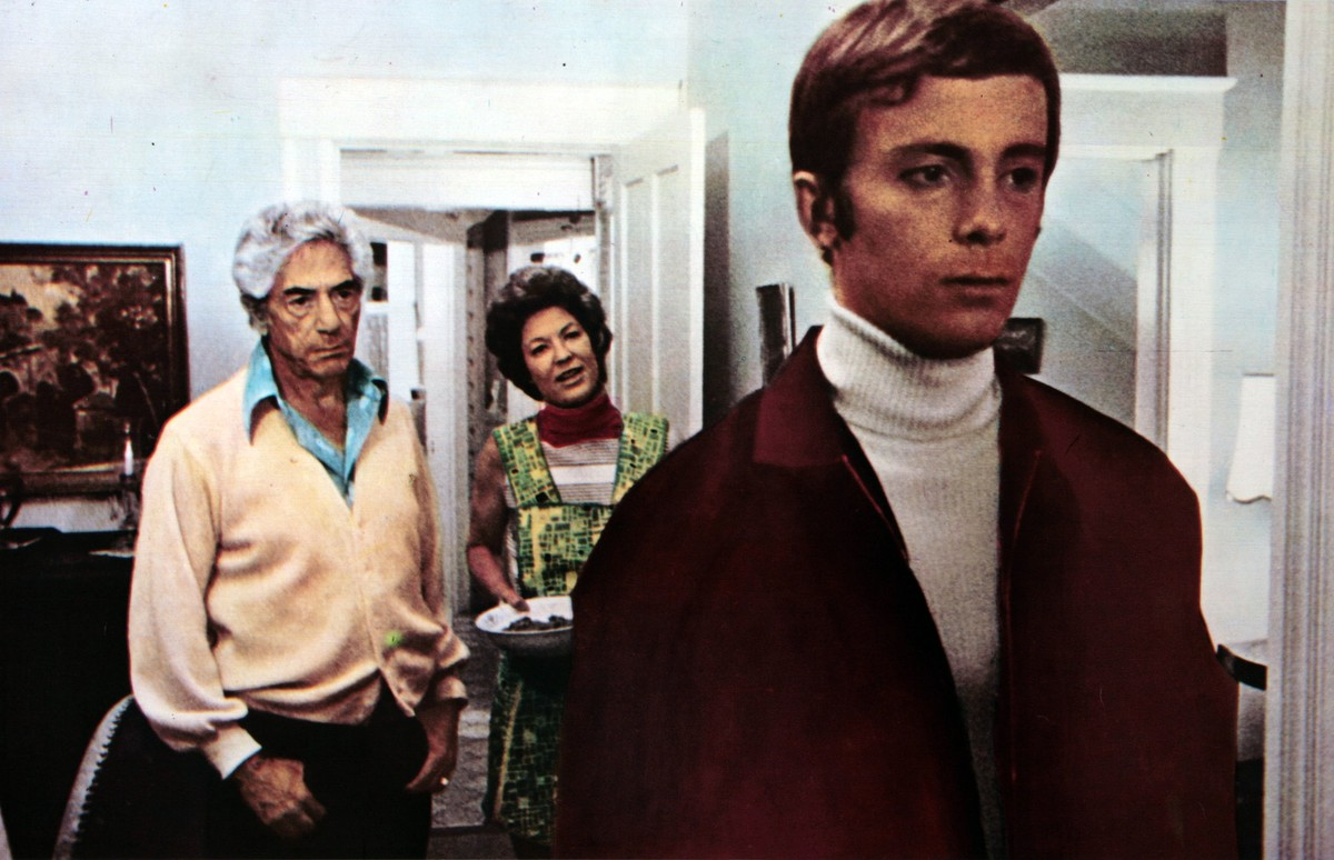 Parents John Marley and Lynn Carlin welcome their son Andy (Richard Backus) back from the dead but not quite the same in Dead of Night (1974)