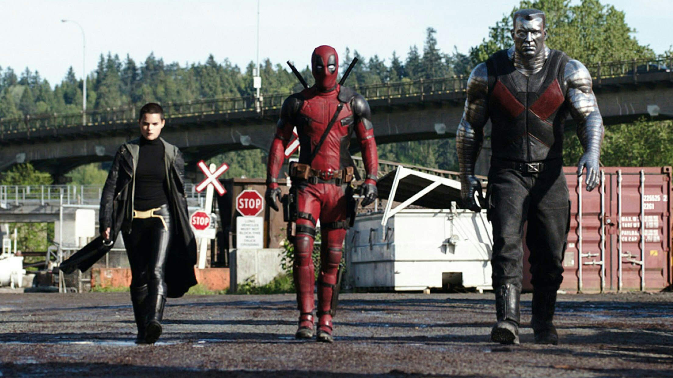 Negasonic Teenage Warhead (Brianna Hildebrand), Deadpool (Ryan Reynolds) and Colossus in Deadpool (2016)