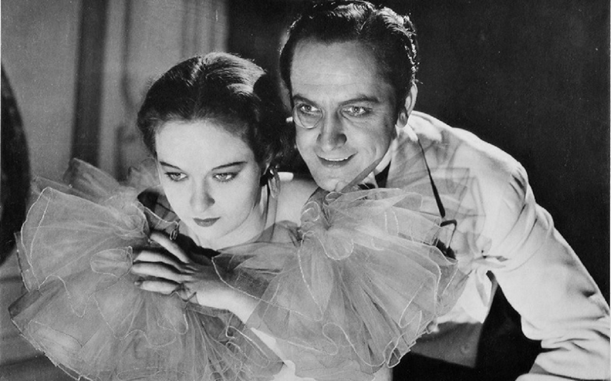 Prince Sirki (Frederic March) romances Evelyn Venable in Death Takes a Holiday (1934)