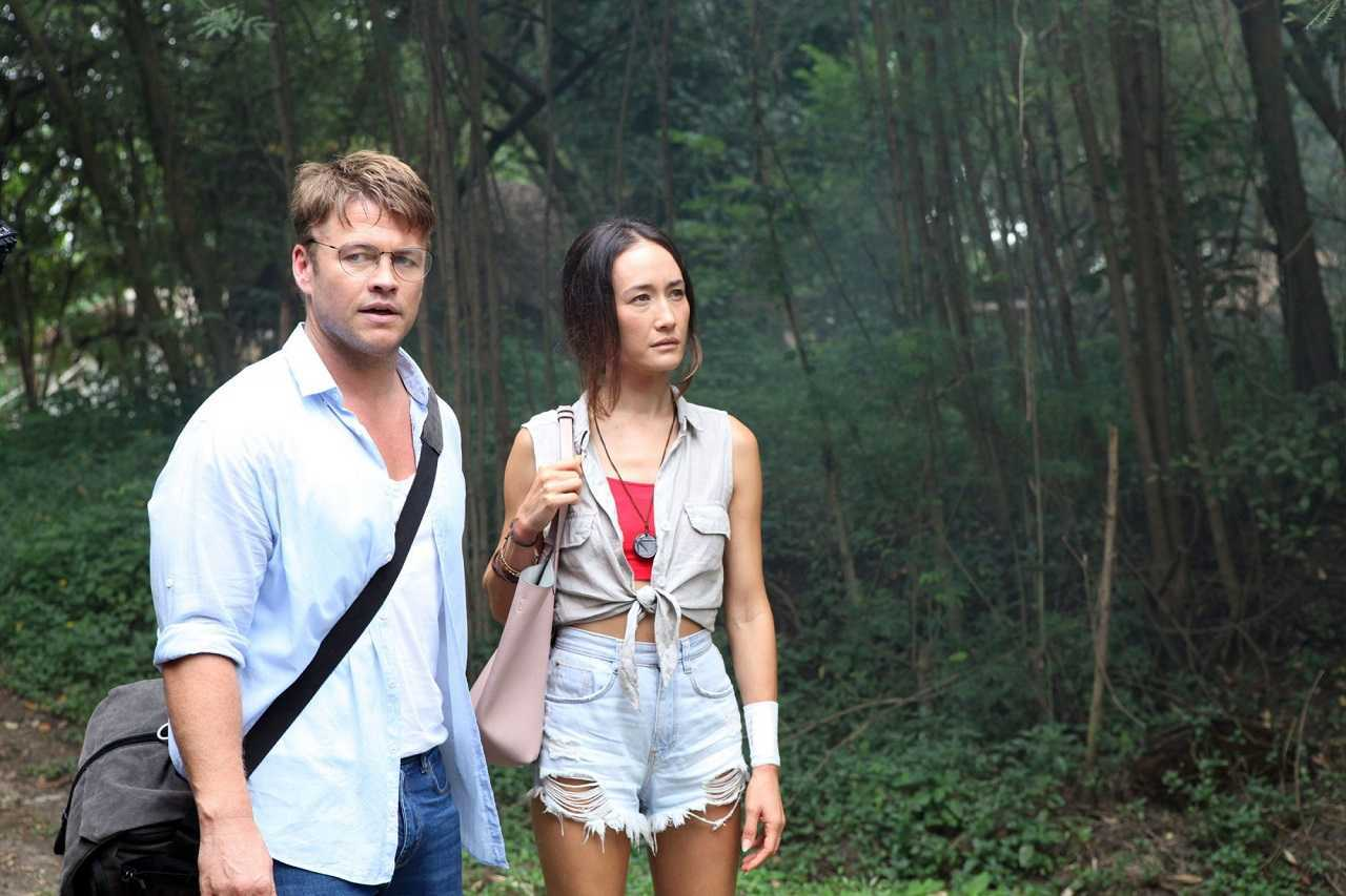 Husband and wife Luke Hemsworth and Maggie Q in Thailand in Death of Me (2020)