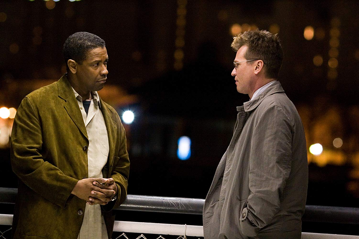 ATF agent Denzel Washington is recruited to the special FBI operation run by Val Kilmer in Deja Vu (2006)