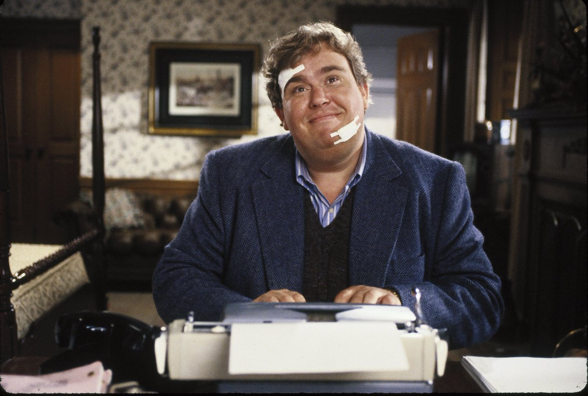 Soap opera writer John Candy at the typewriter in Delirious (1991)