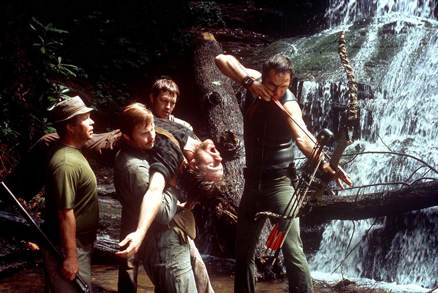 Ned Beatty, Jon Voight, Ronny Cox, Burt Reynolds carrying Bill McKinney's body in Deliverance (1972)