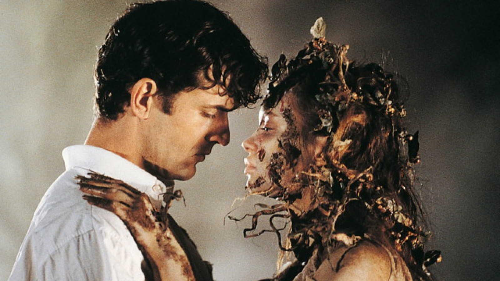 Dellamorte (Rupert Everett) tries to find love with undead widow Anna Falchi in Dellamorte Dellamore (1994)