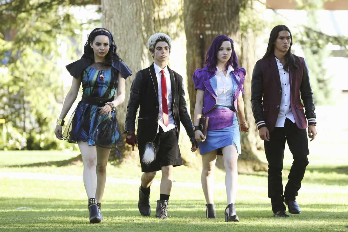 The Evil Queen's daughter Evie (Sofia Carson), Cruella De Ville's son Carlos (Cameron Boyce), Maleficent's daughter Mal (Cameron Dove) and Jafar's son Jay (Booboo Stewart) in Descendants (2015)