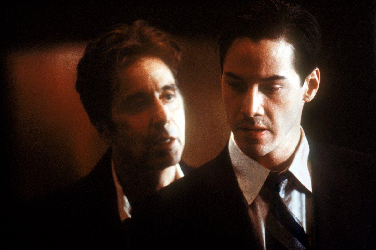 (l to r) John Milton aka Satan (Al Pacino) tries to tempt Keanu Reeves in The Devil's Advocate (1997)