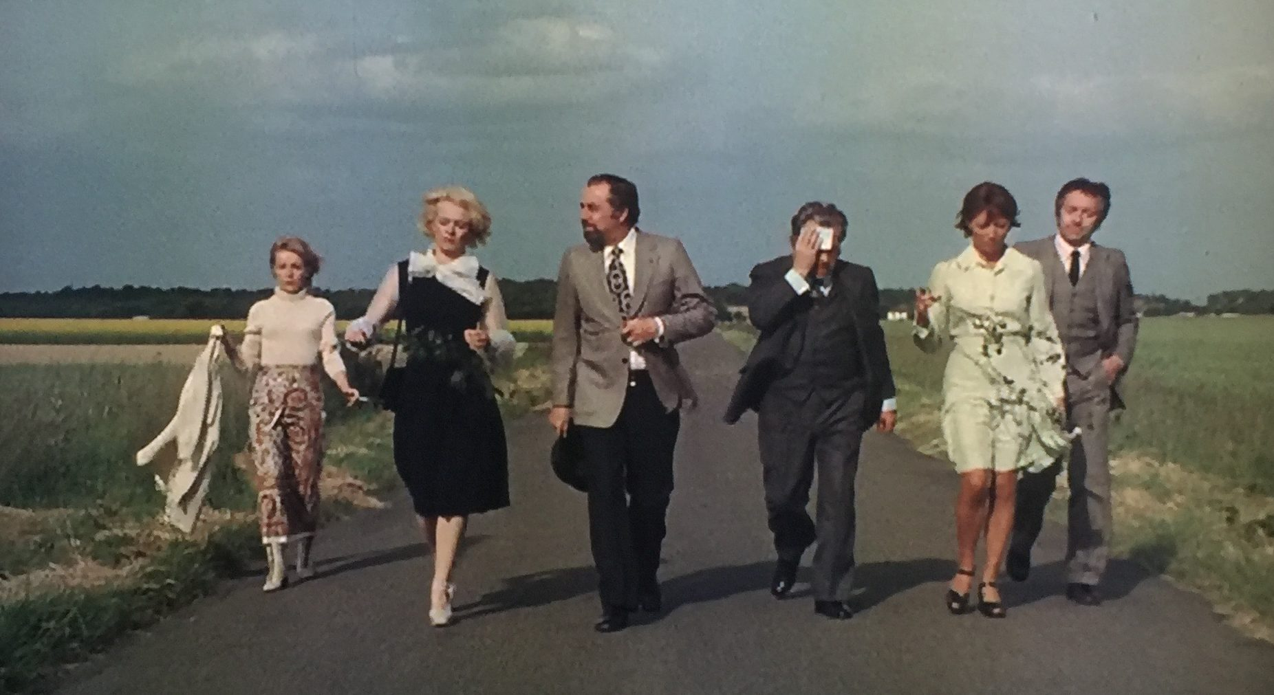Six friends set out to dinner - (l to r) Delphine Seyrig, Bulle Ogier, Fernando Rey, Paul Frankeur, Stephane Audran and Jean-Pierre Cassel in The Discreet Charm of the Bourgeoisie (1972)