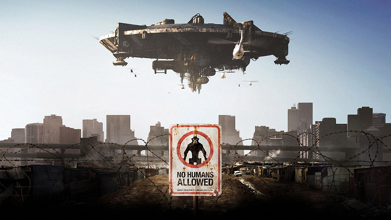 The alien ship hovers over Johannesburg in District 9 (2009)