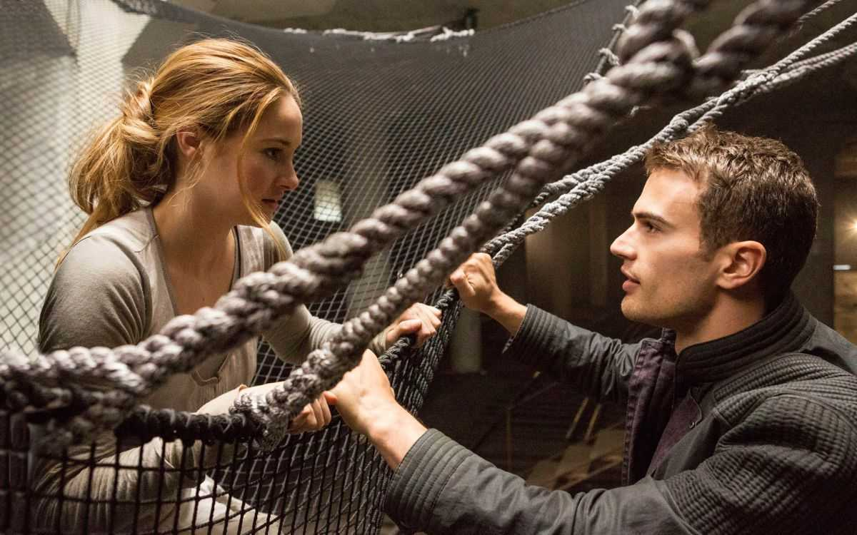 Shailene Woodley and love interest Tobias Eaton (Theo James) in Divergent (2014)