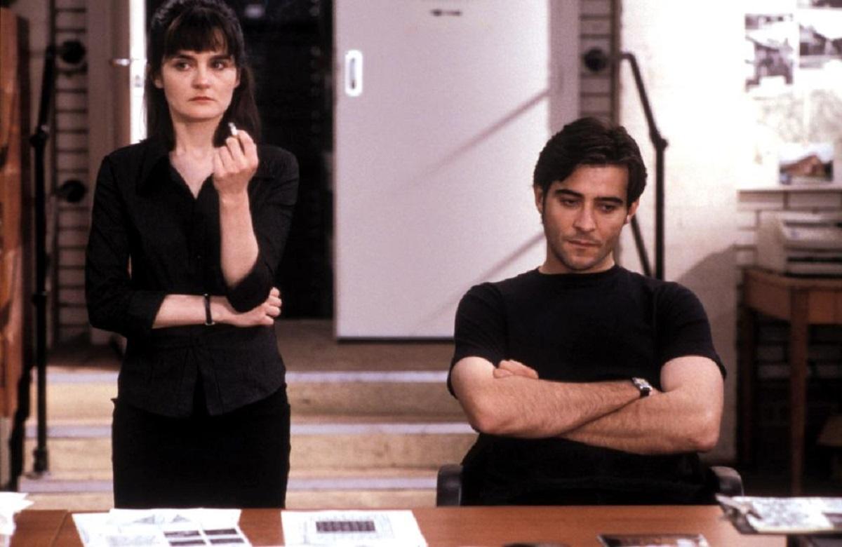 Detective Shirley Henderson and hypnotist Goran Visnjic in Doctor Sleep (2002)