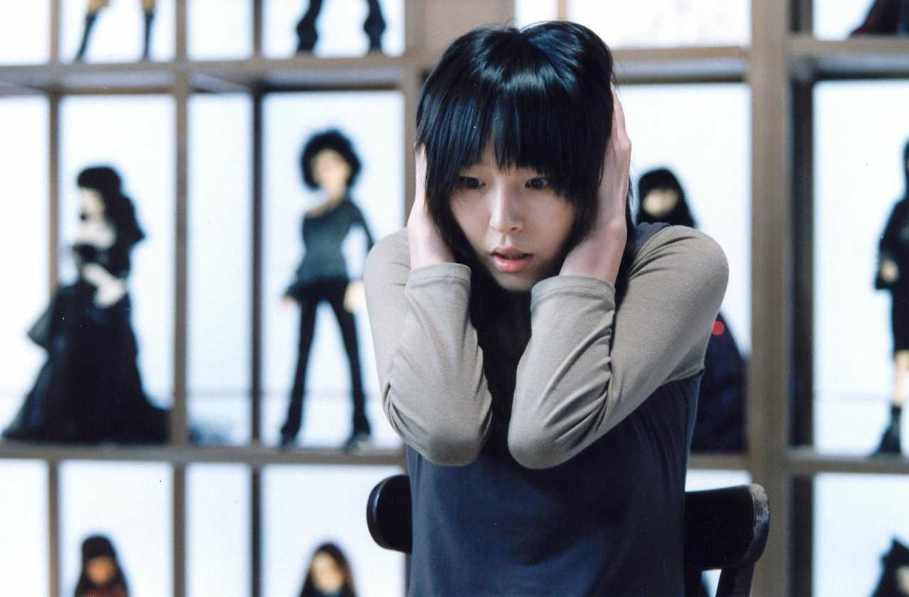 Ji-young Ok in the doll museum in The Doll Master (2004)
