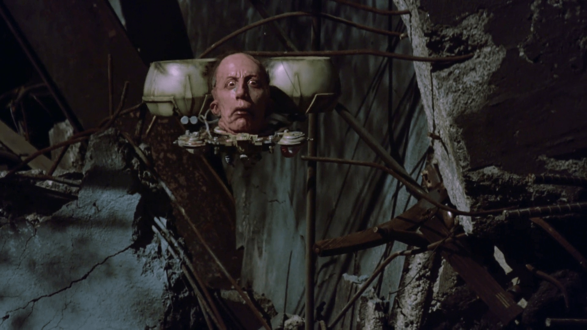 Frank Collison as the villainous Srpug reduced to no more than a head on an antigravity disc in Dollman (1990)