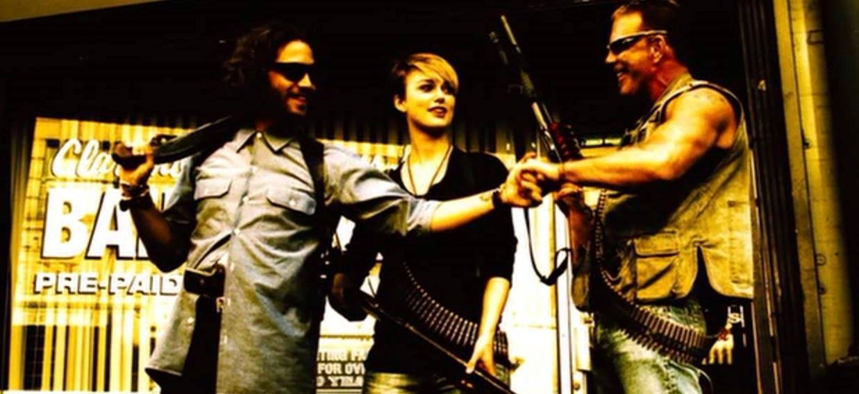 Domino Harvey (Keira Knightley) with colleagues Choco (Edgar Ramirez) and Ed Moseby (Mickey Rourke) in Domino (2005)