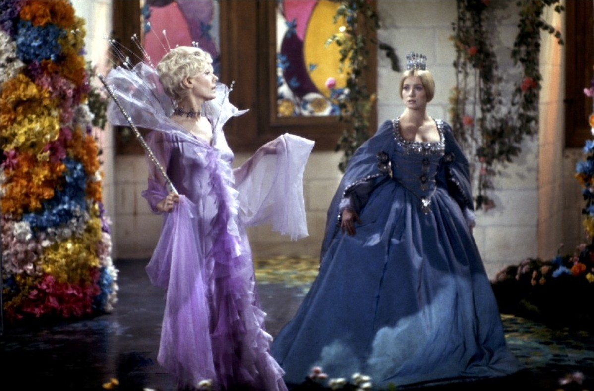 (l to r) the Fairy Godmother (Delphine Seyrig) and The Princess (Catherine Deneuve) in Donkey Skin (1970)