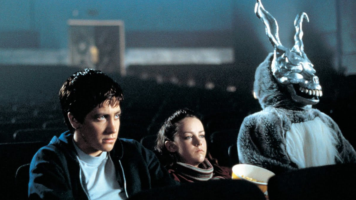 Jake Gyllenhaal, Jena Malone and Frank in Donnie Darko (2001)