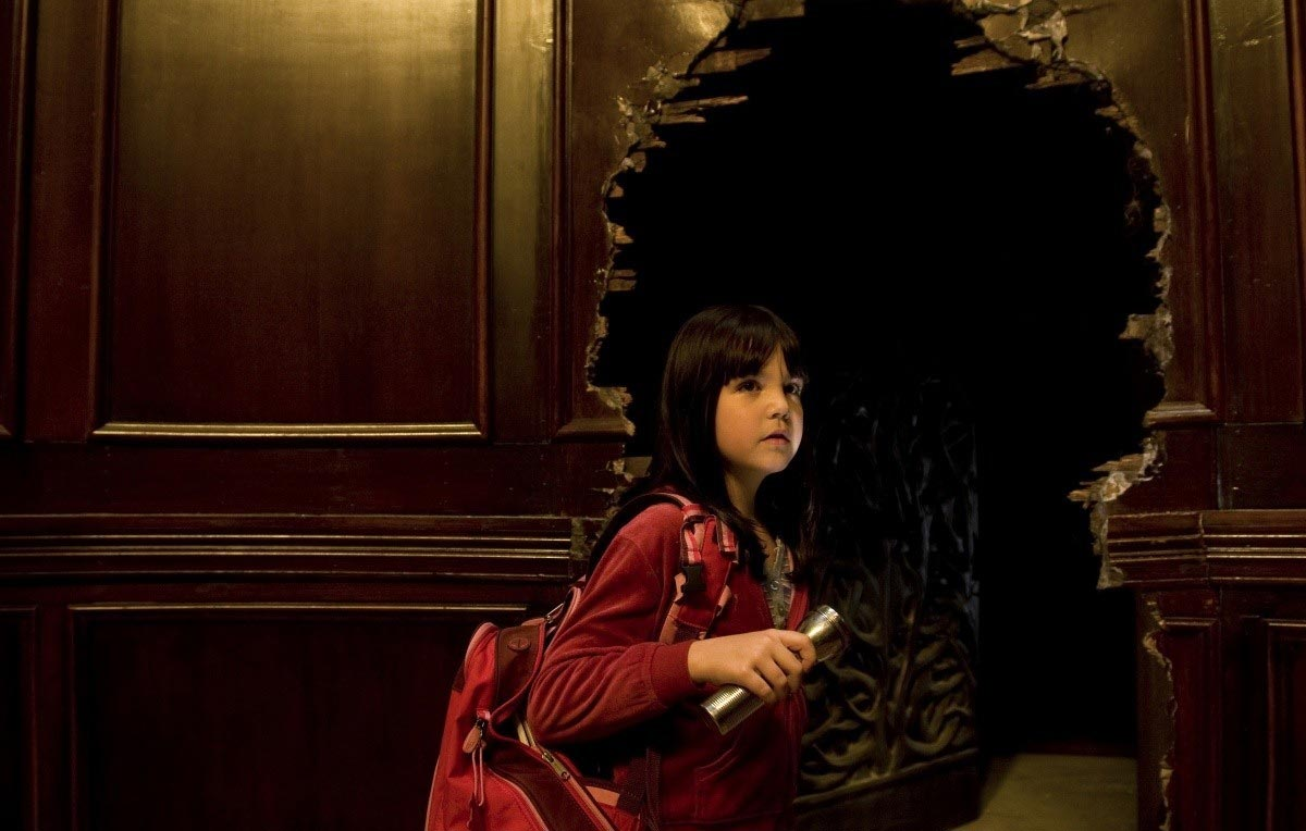 Bailee Madison in search of the mysterious creatures in the house in Don't Be Afraid of the Dark (2011)