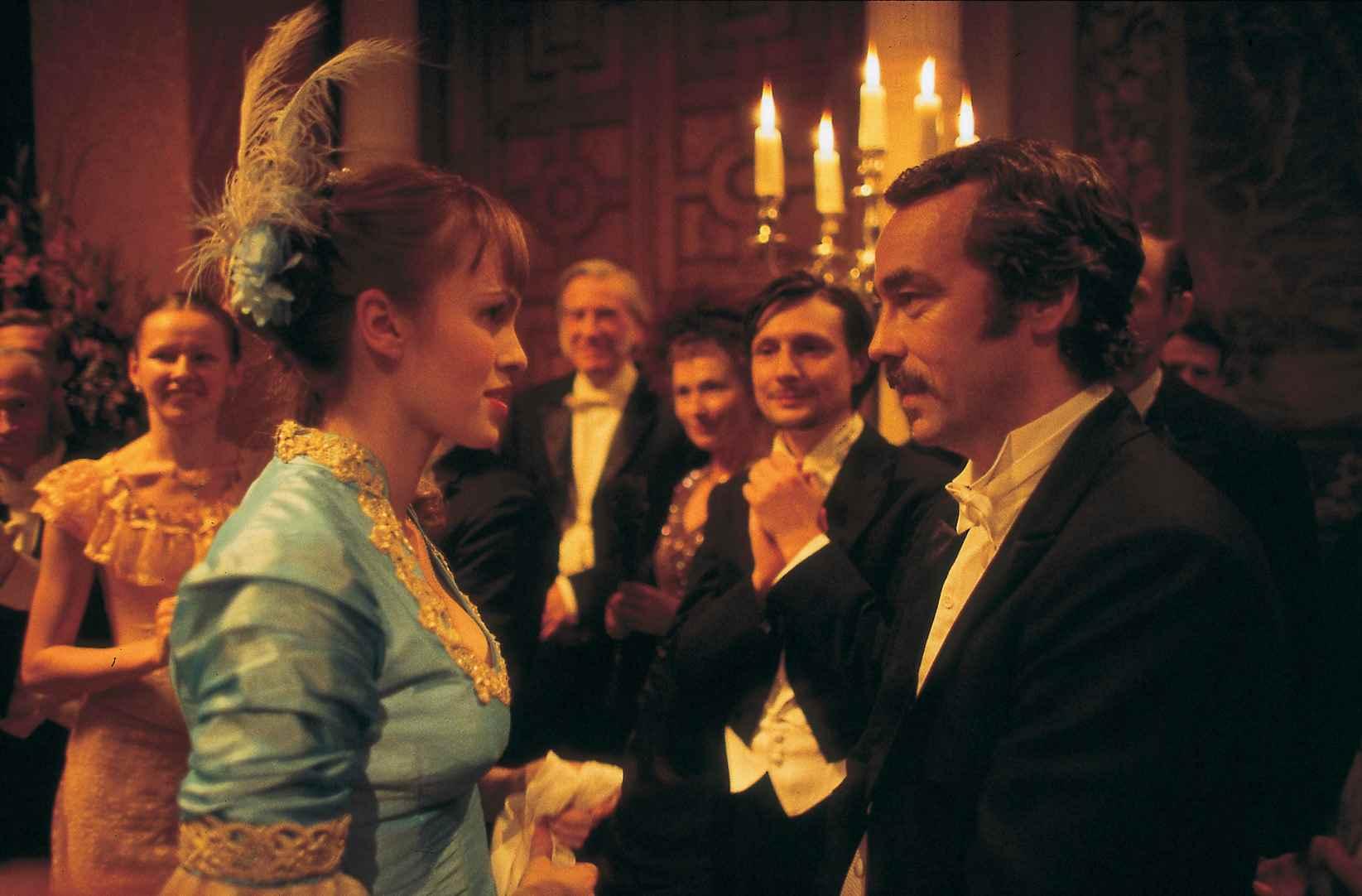 John Hannah, Elodie Kendall in Dr Jekyll & Mr Hyde (2002)