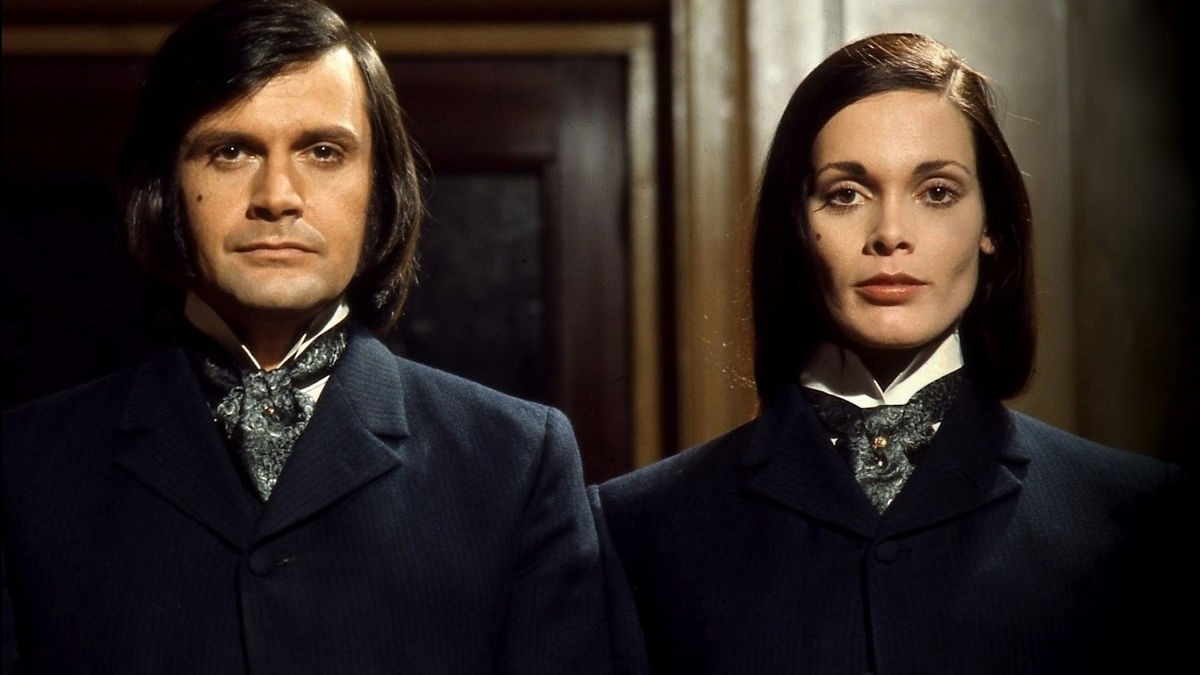 Ralph Bates as Dr Jekyll nd Martine Beswick as his rs Hyde in Dr Jekyll and Sister Hyde (1971)