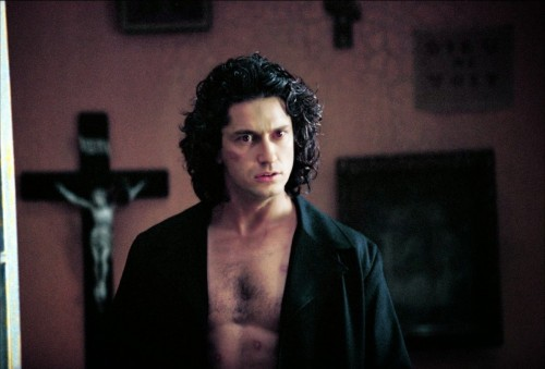 Gerard Butler as a magnetically sexy Dracula in the modern day in Dracula 2000 (2000)