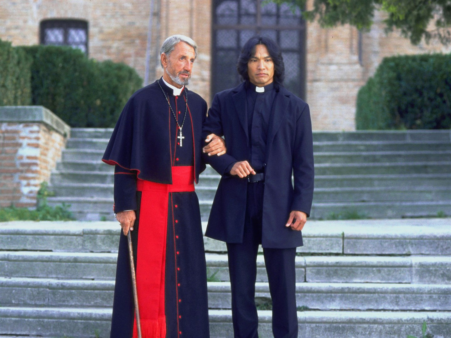 (l to r) Cardinal Siqueros (Roy Scheider) and the vampire-hunting priest Father Uffizi (Jason Scott Lee) in Dracula II: Ascension (2003)