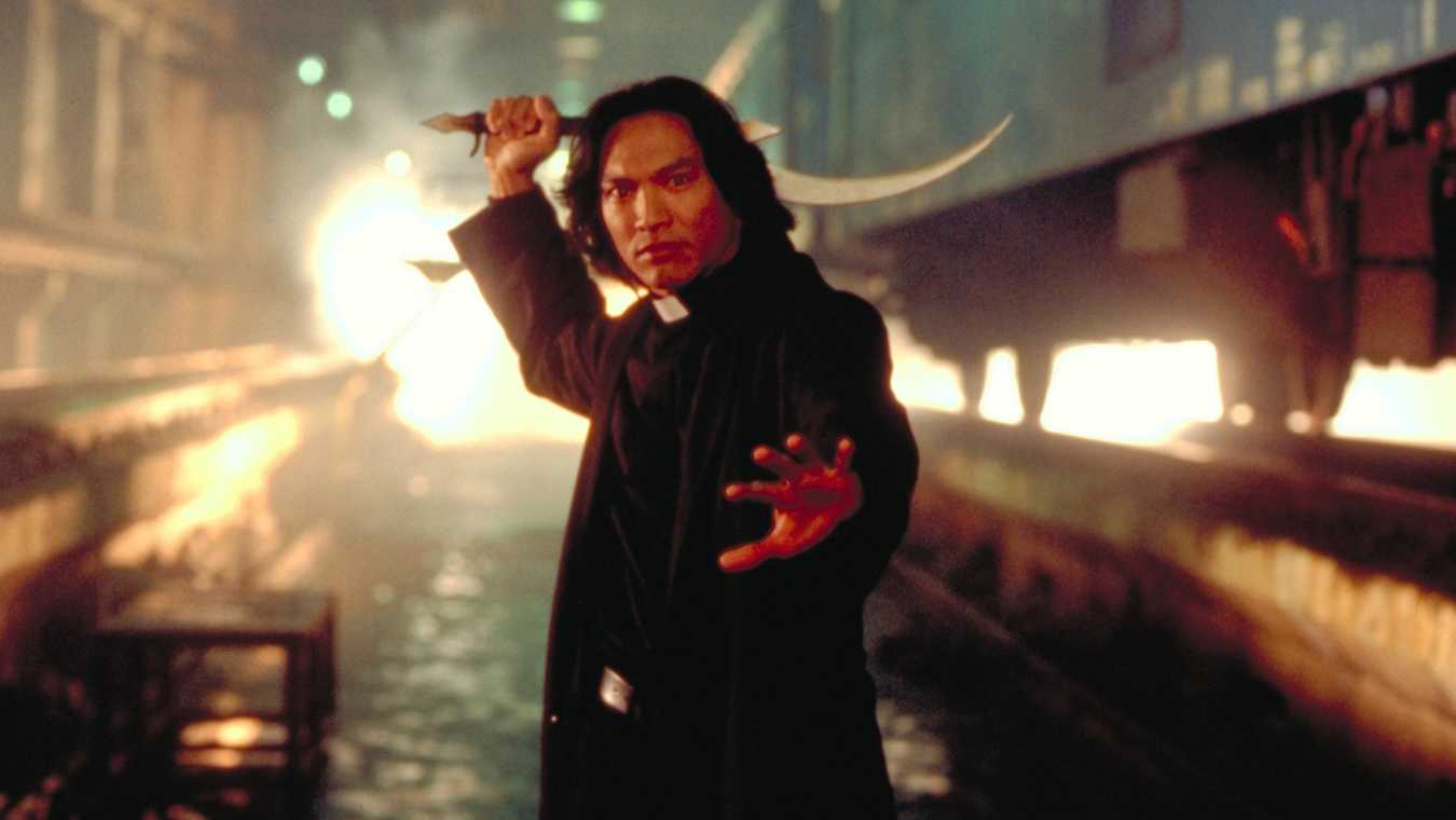 Vampire hunting priest Father Uffizi (Jason Scott Lee) in Dracula III: Legacy (2005)