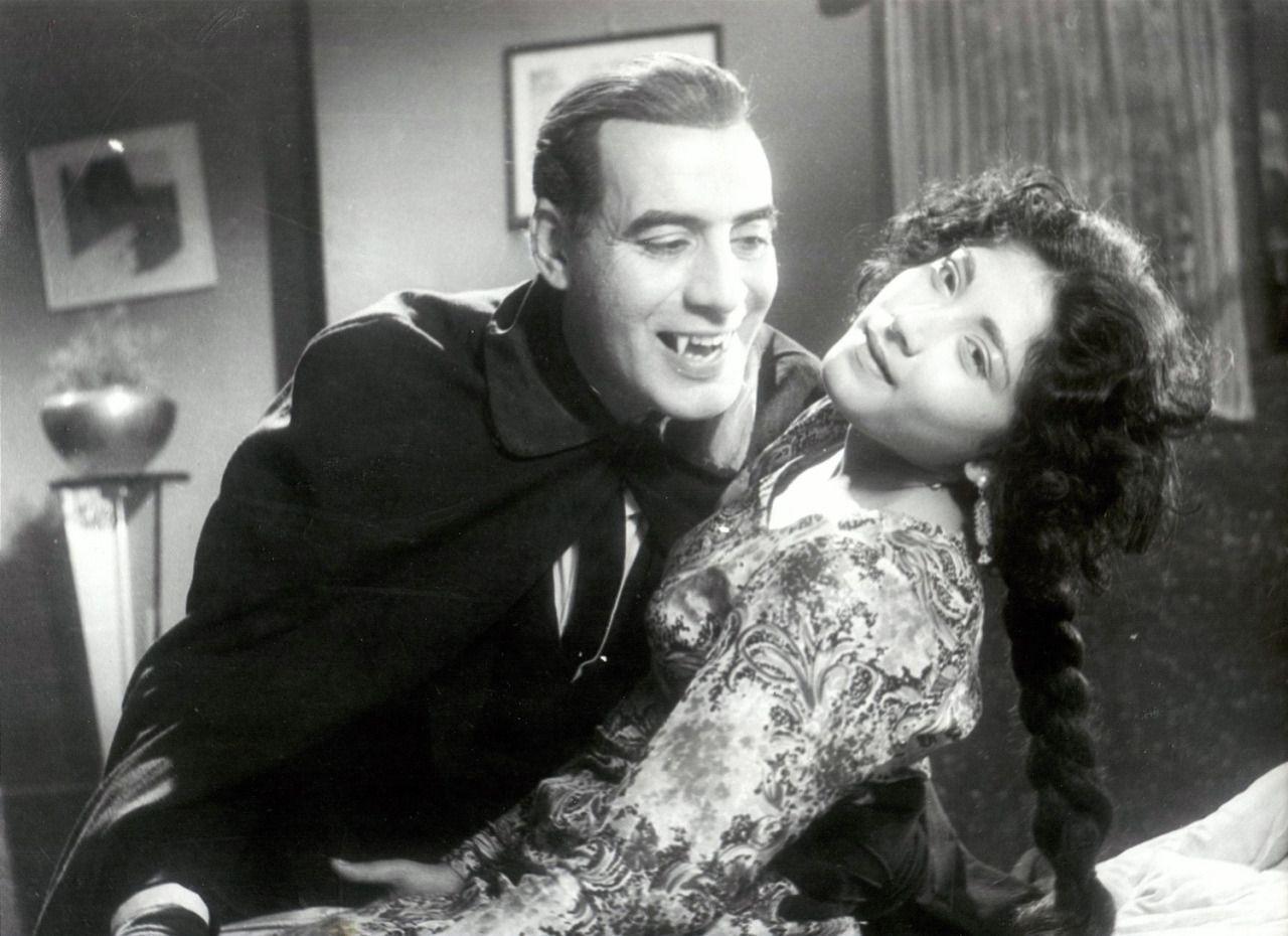 Professor Tabani (Rehan) fests on Deeba in Dracula in Pakistan (1967)