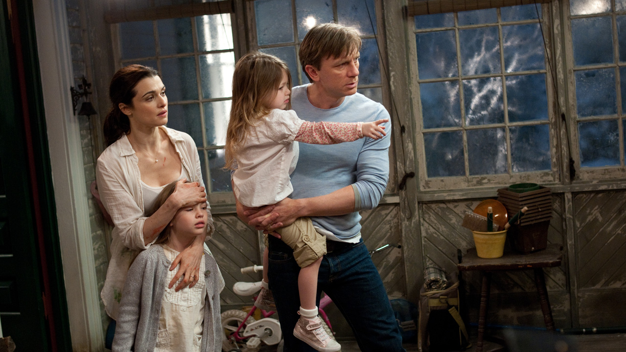 Daniel Craig, wife Rachel Weisz and daughters Taylor Geare and Claire Geare flee the Dream House (2011)