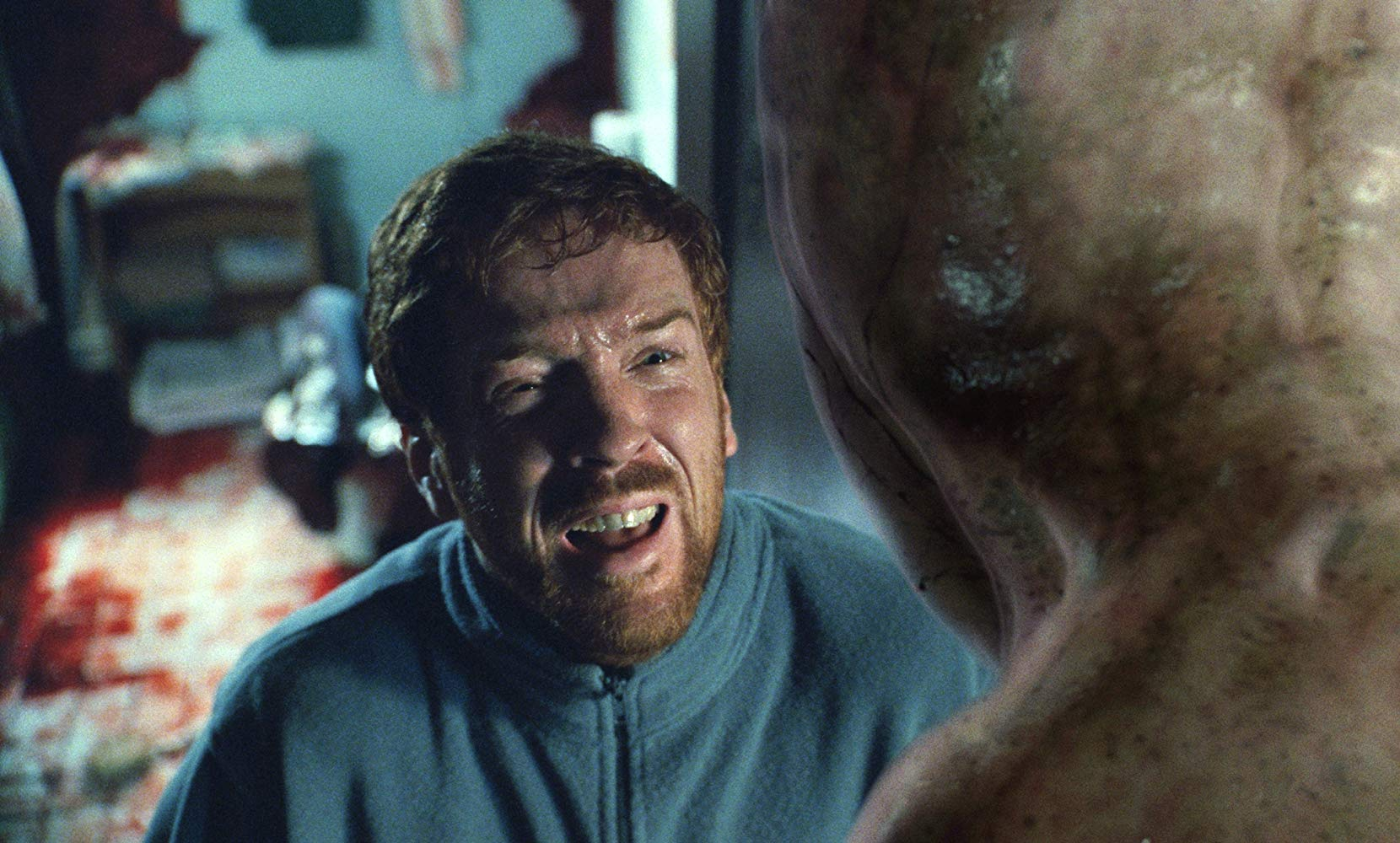 Damian Lewis encounters an alien creature in Dreamcatcher (2003)