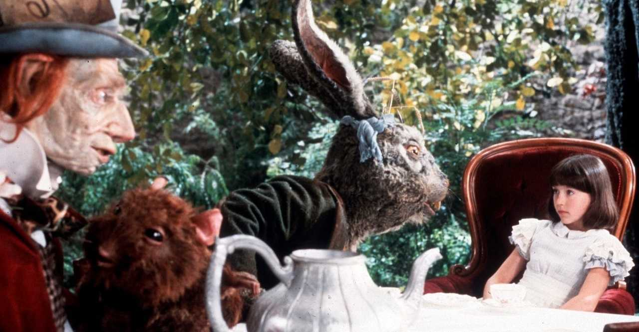 The young Alice (Amelia Shankley) with the Mad Hatter, Dormouse and White Rabbit in Dreamchild (1985)