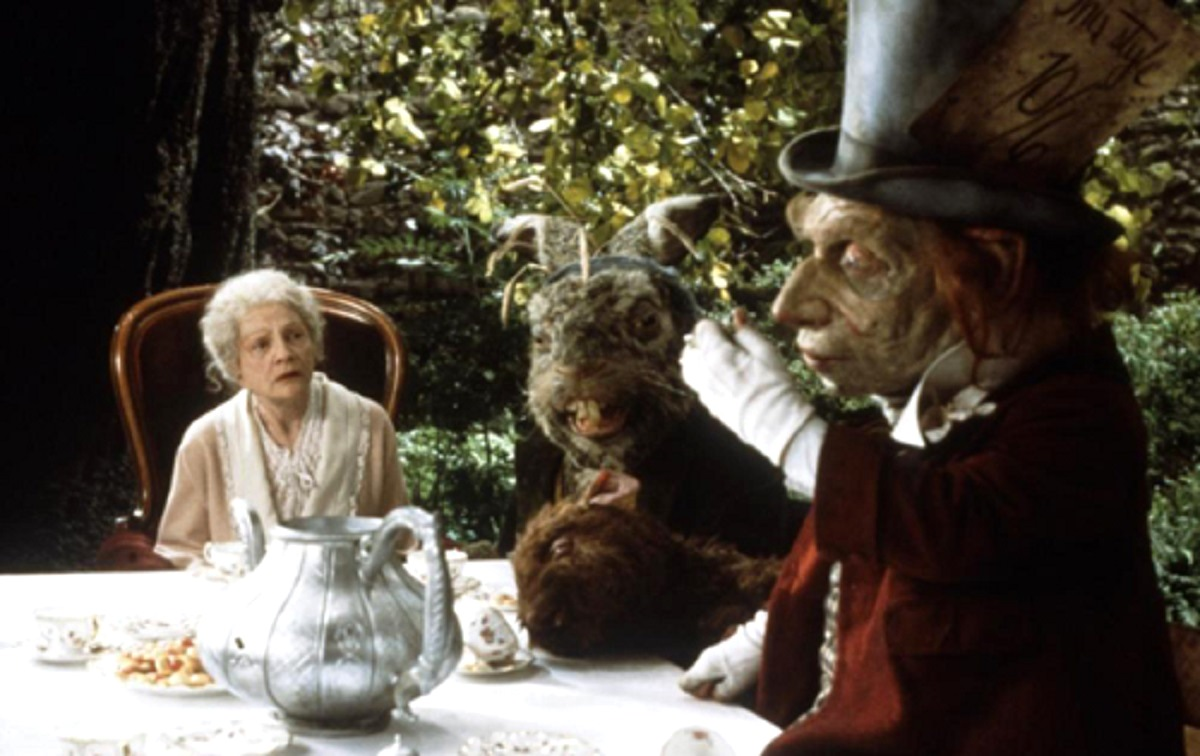 The aging Alice Liddell (Coral Browne) with the White Rabbit and Mad Hatter in Dreamchild (1985)