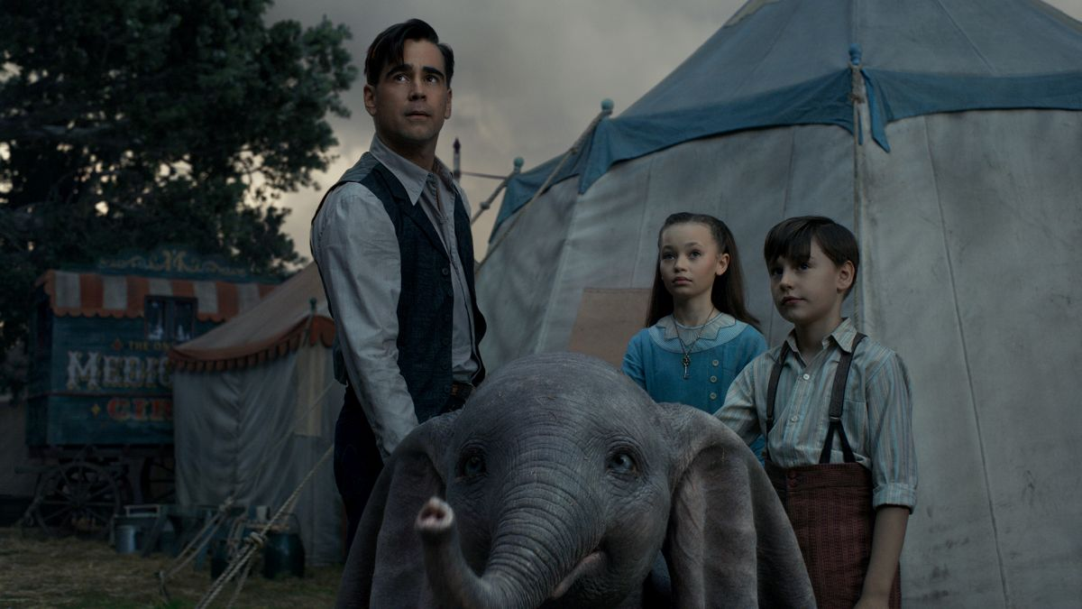 Colin Farrell and his children Nico Parker and Finley Hobbins with Dumbo (2019)
