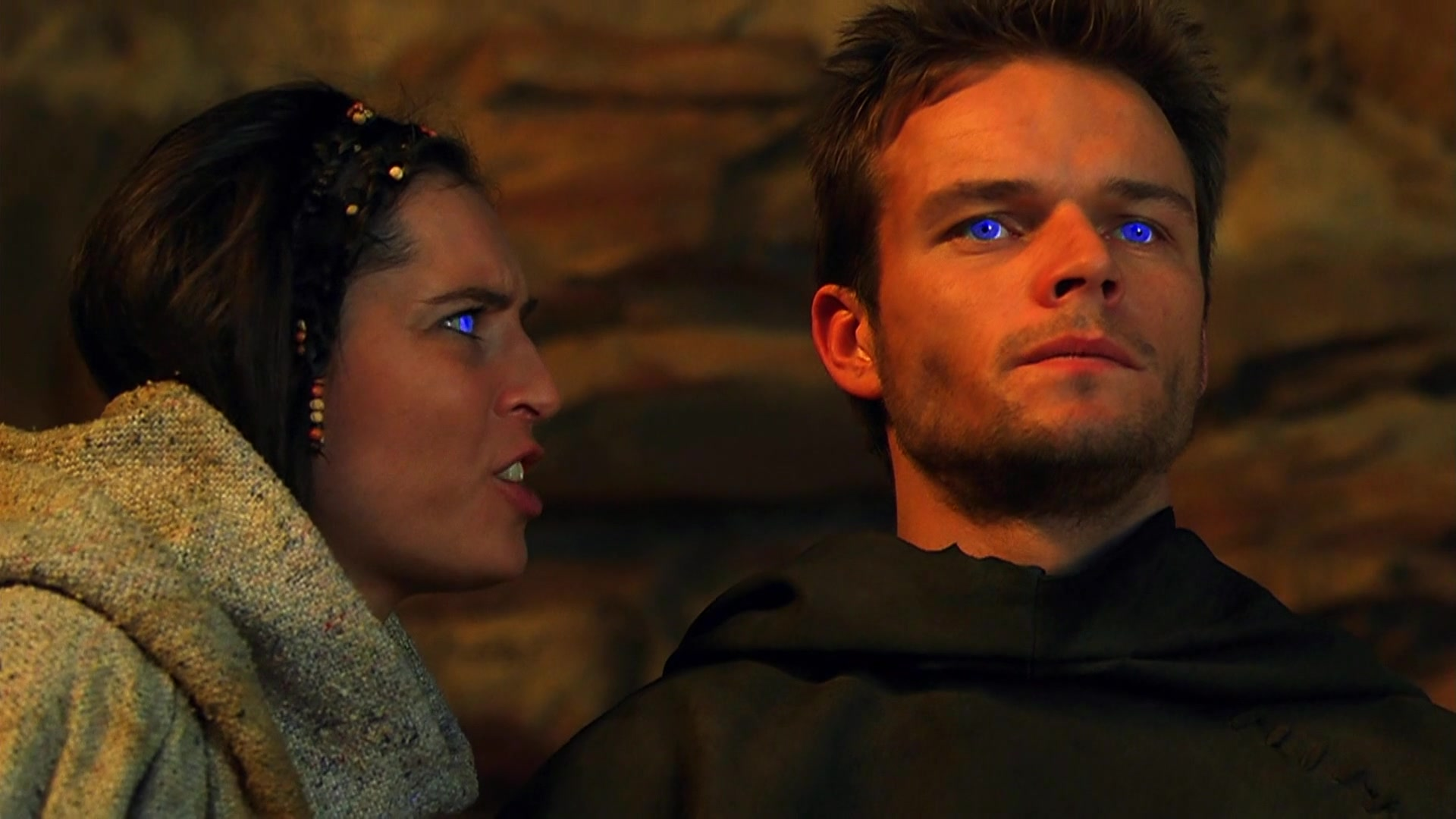 Paul Atreides (Alec Newman) and his Fremen wife Chani (Barbora Kodetova) in Dune (2000)