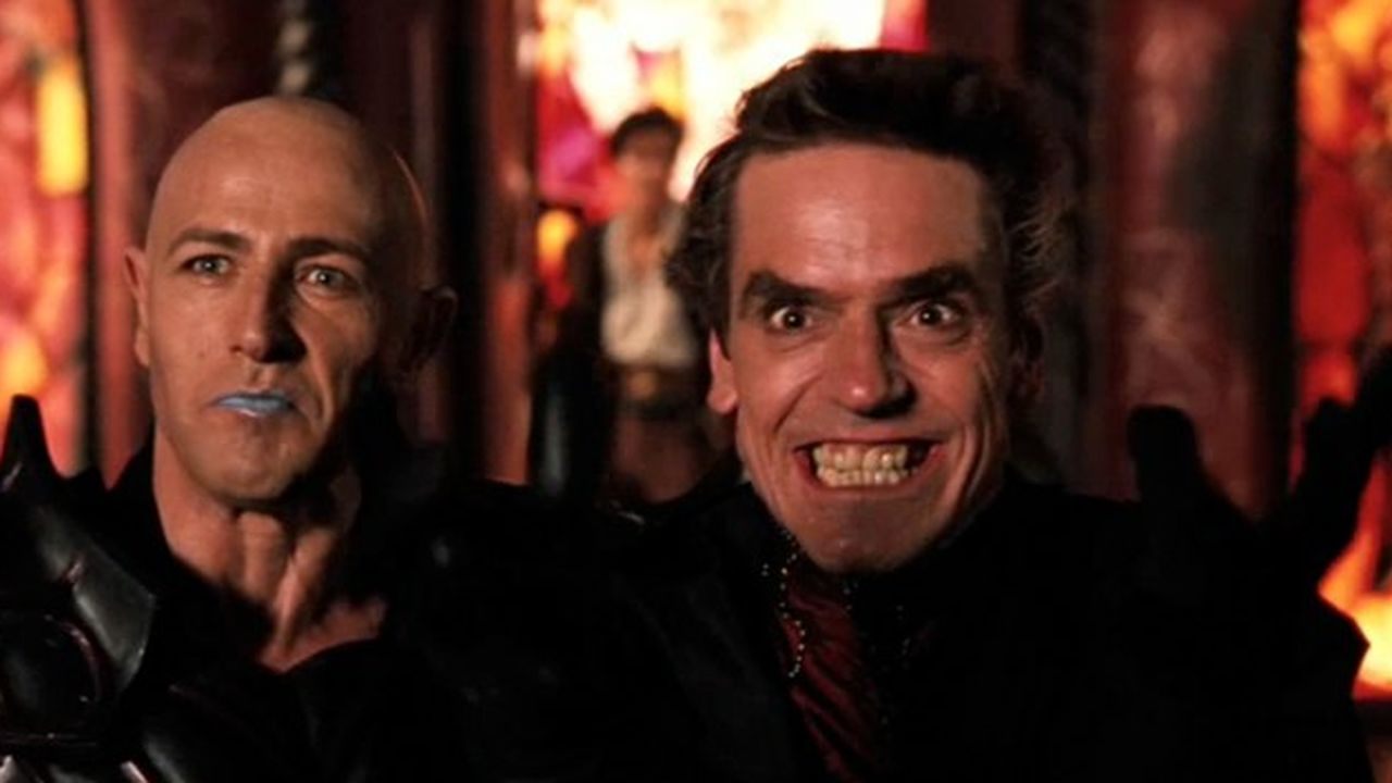 (l to r) Damodar (Bruce Payne) and Profion (Jeremy Irons) in Dungeons and Dragons (2000)