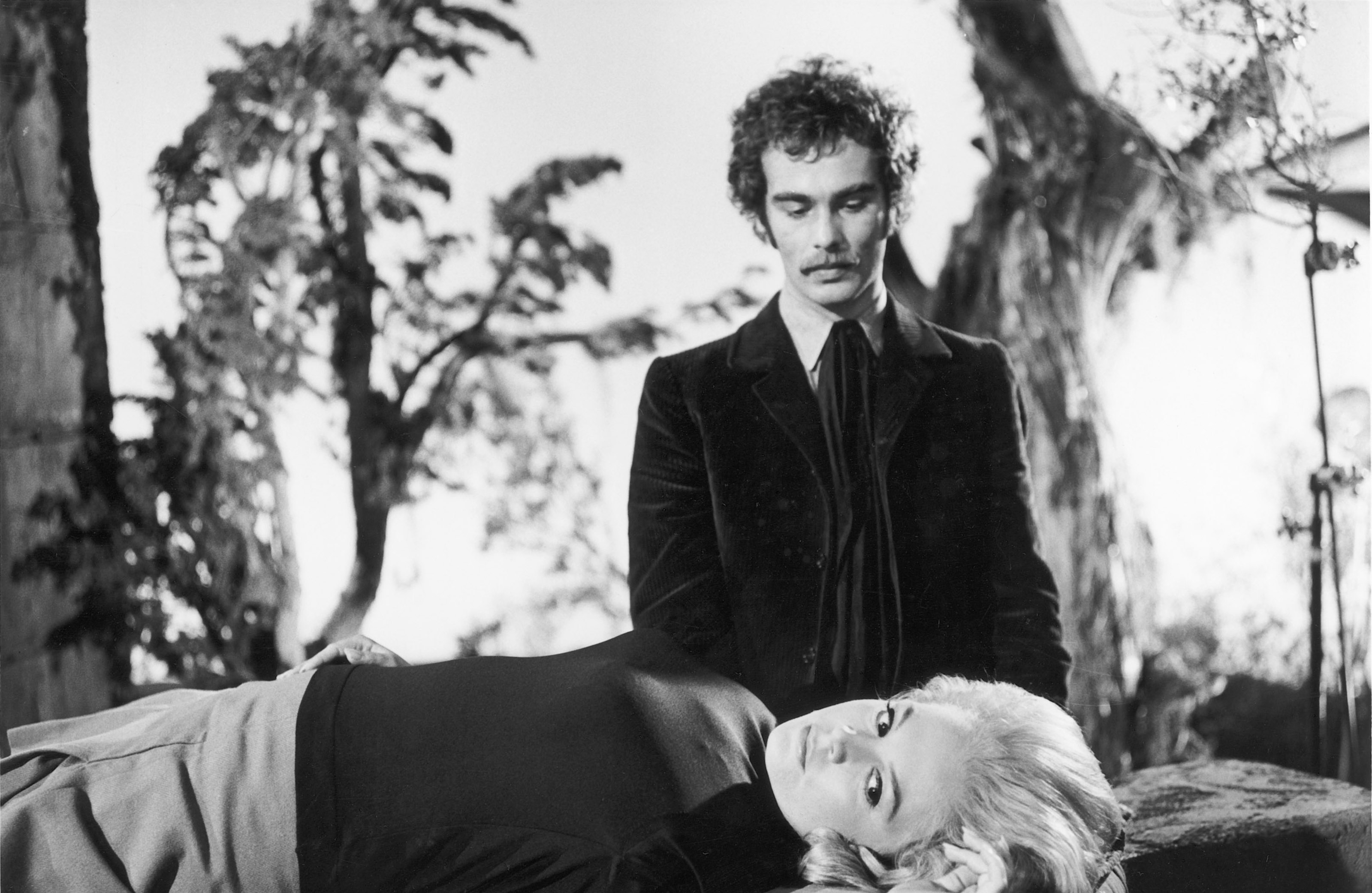 Dean Stockwell prepares to sacrifice Sandra Dee to summon the Elder Gods in The Dunwich Horror (1969)