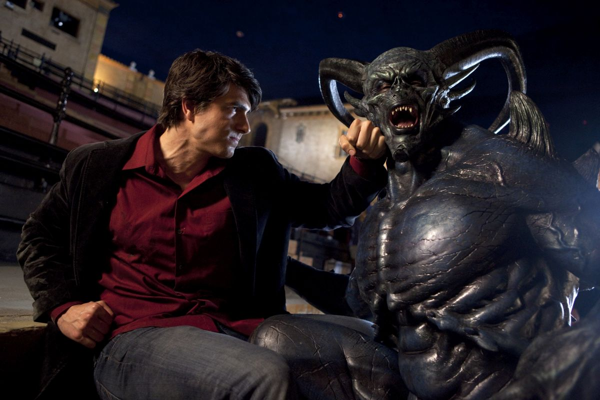 Dylan Dog (Brandon Routh) in action against a demon in Dylan Dog: Dead of Night (2010)